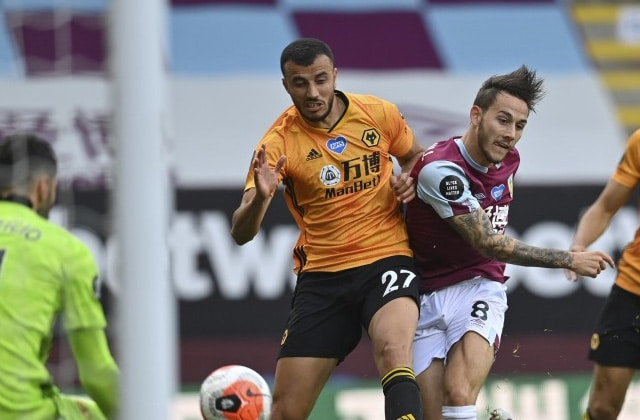 Romain Saiss contre Burnley